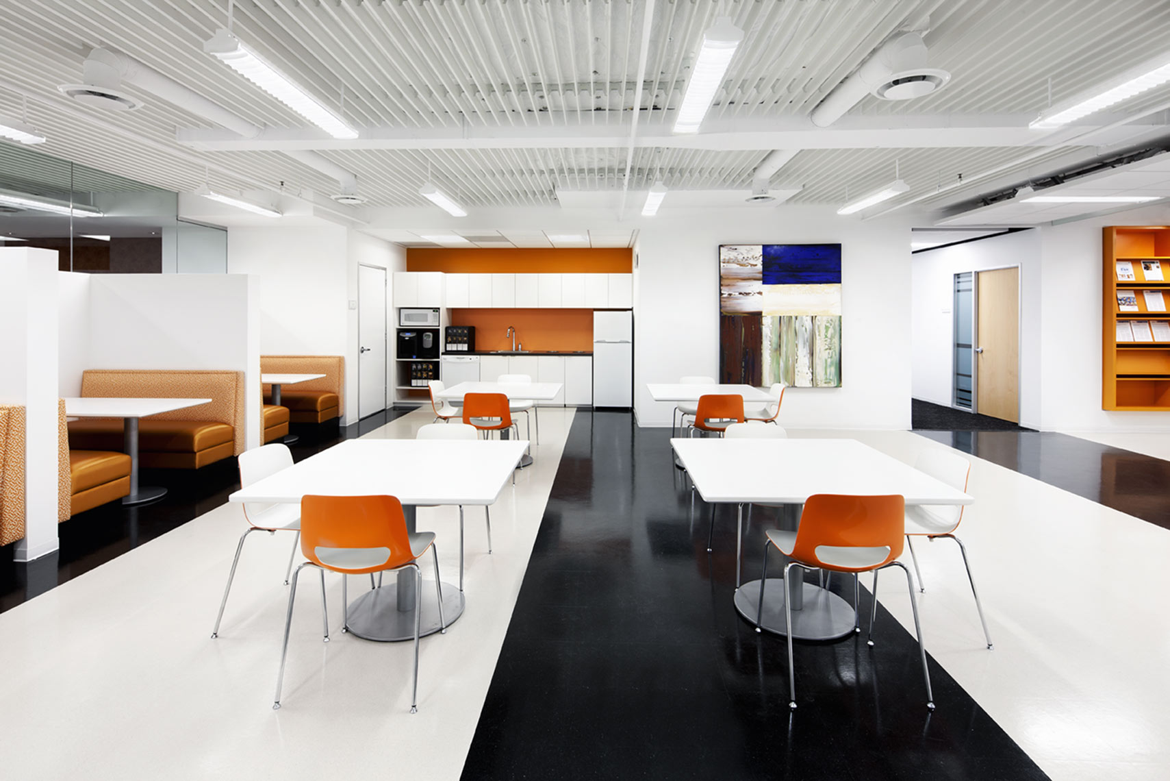 architectural photograph of an office building lunchroom by Dan Poyourow